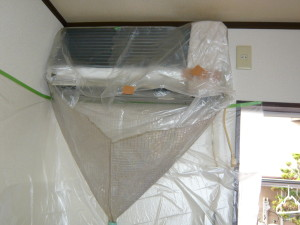 家庭用エアコン・洗浄中
