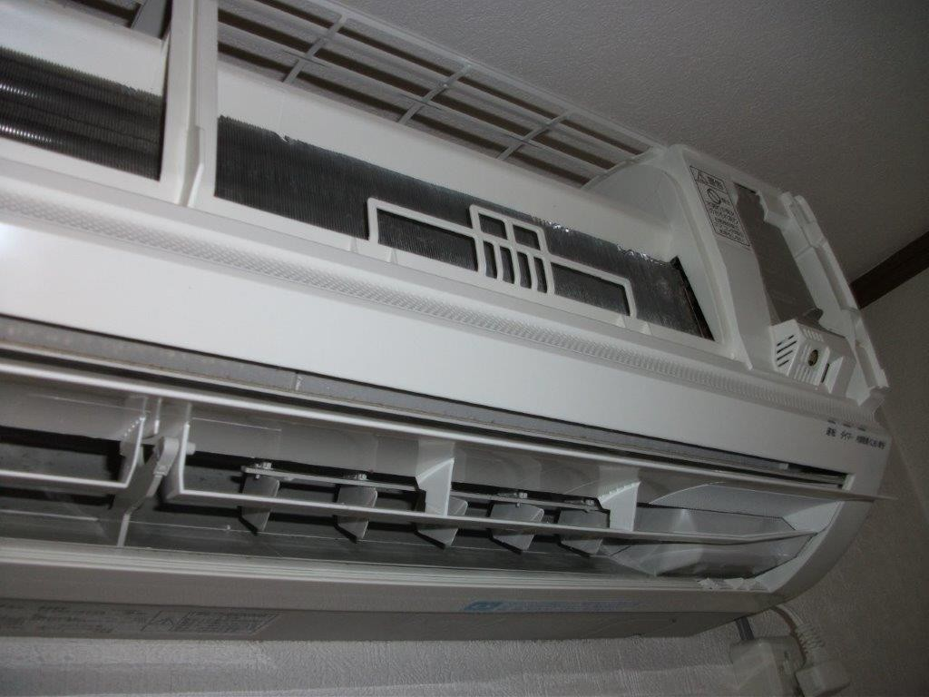 エアコンの分解洗浄中